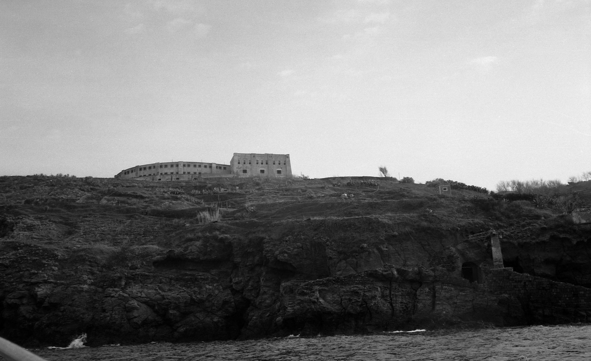 Carcere di Santo Stefano  - 1979, L'ex carcere di Santo Stefano/Ventotene fu costruito nel 1795 nell'arcipelago delle isole ponziane: per quasi due secoli il carcere ha ospitato, assieme a galeotti, i patrioti italiani del
