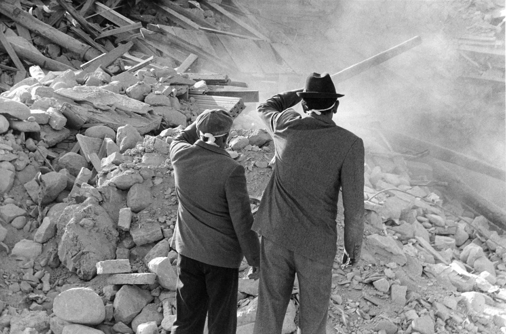 Terremoto in Irpinia - 23 novembre 1980, Il terremoto dell'Irpinia del 1980 fu un sisma che si verificò il 23 novembre 1980 alle 19,34 con una durata di 90 secondi e che colpì la Campania centrale e la Basilicata